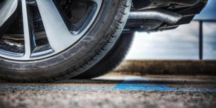 La resistencia al rodamiento: el criterio en la etiqueta que hay que conocer para elegir los neumáticos